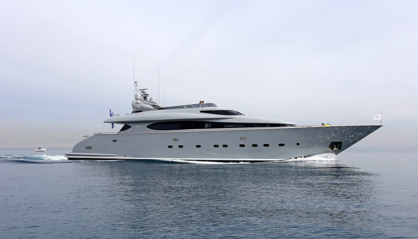 If   Maiora 31.30m  2000 / 2019   10 guests   4 cabinsyacht chartering