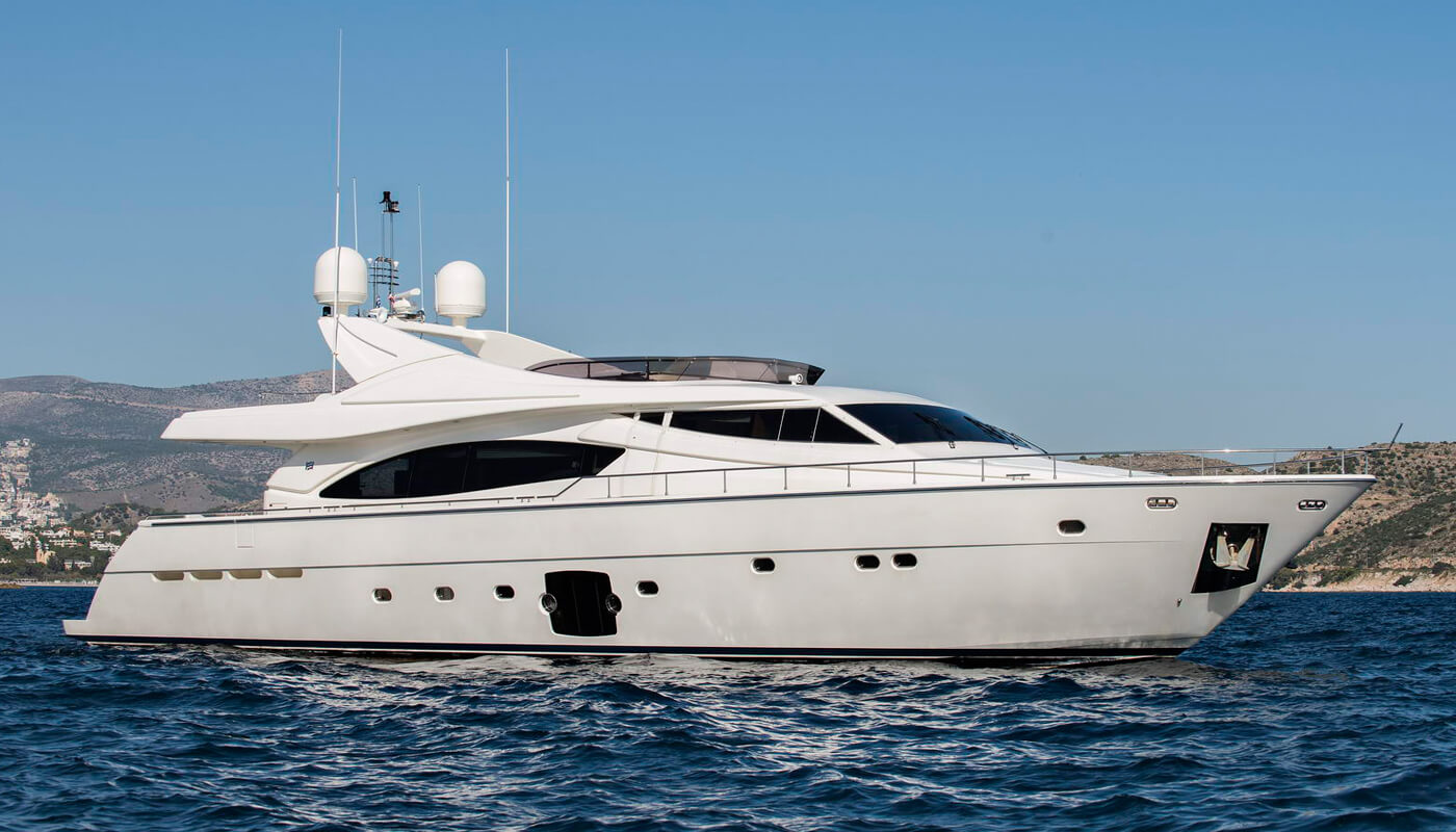 Day Off   Ferretti 27.03m   2006 / 2016   10 guests   4 cabinsyacht chartering