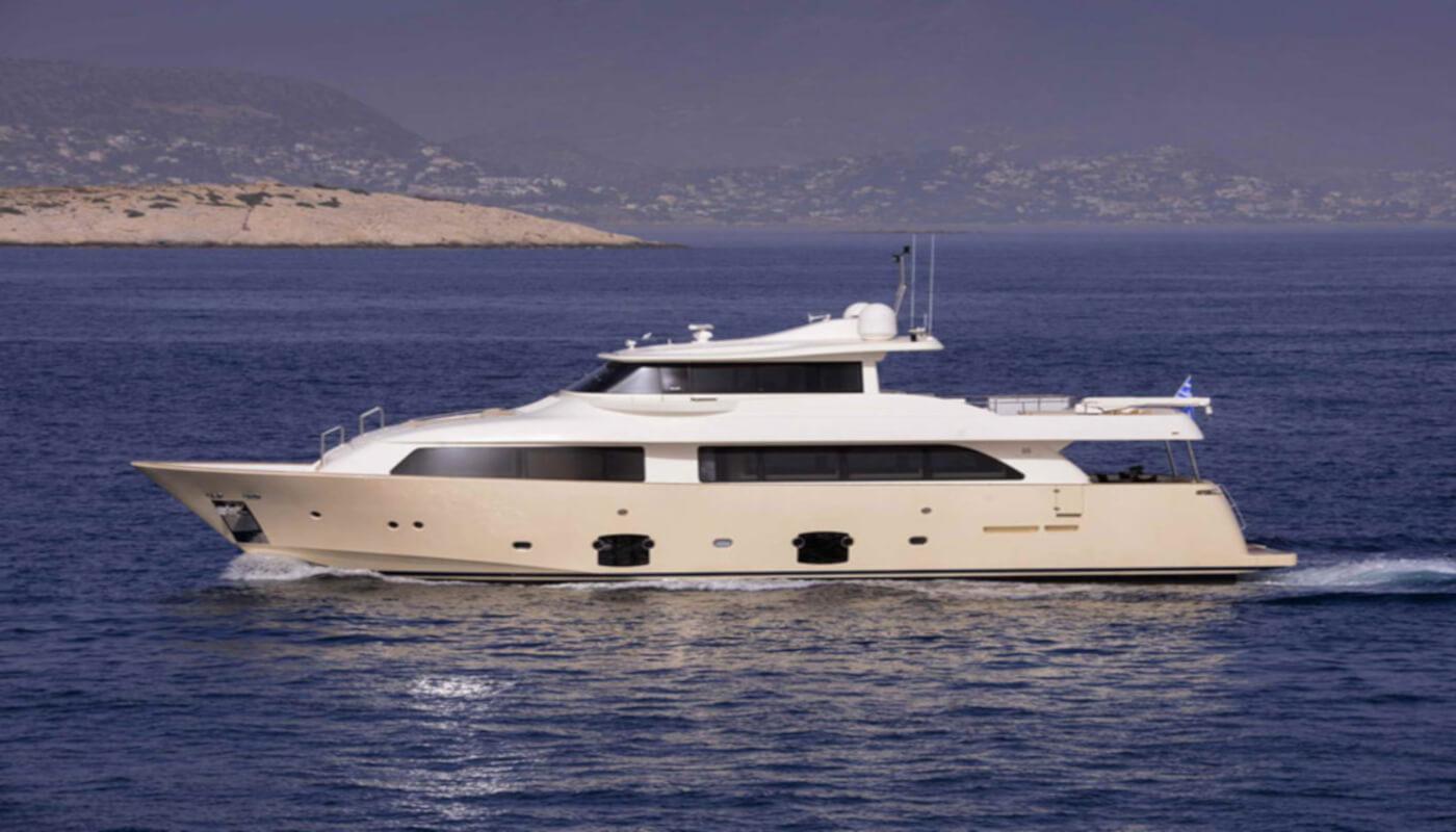 Dana   Custom LineFerretti Navetta 26m   2008 / 2020   11 guests   5 cabinsyacht chartering