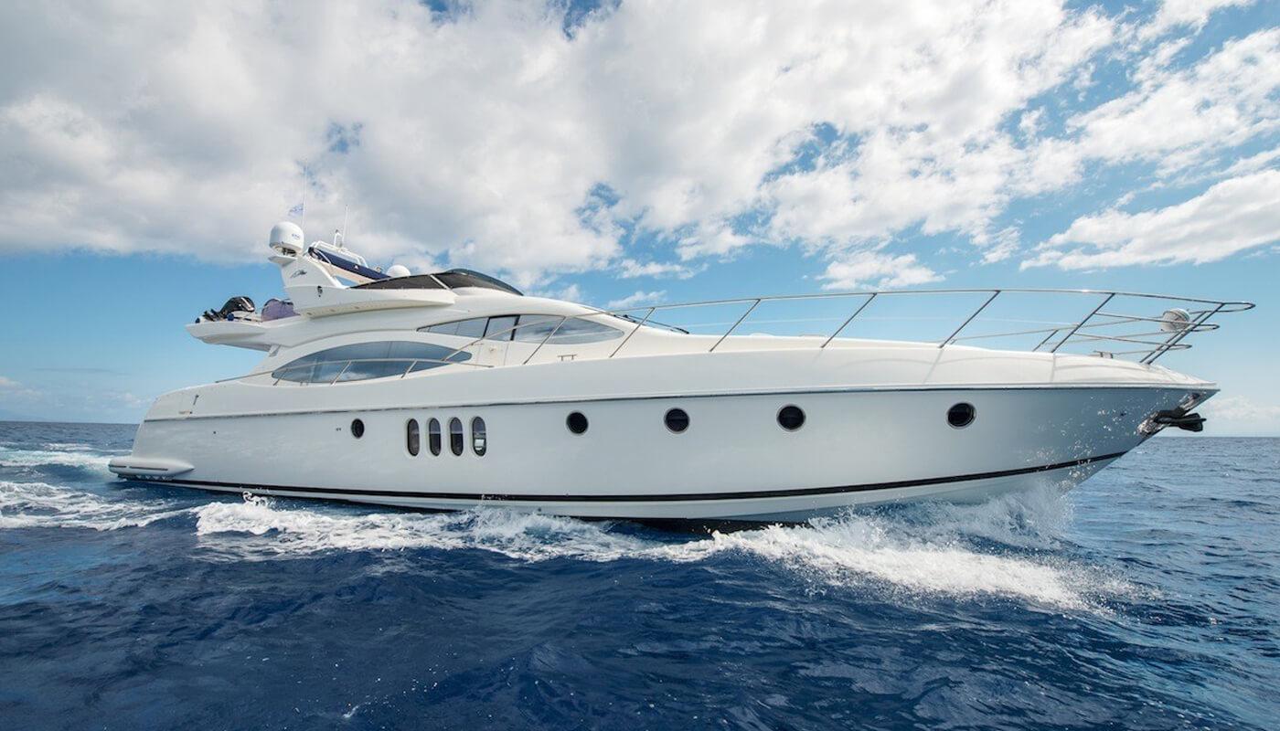 Manu   Azimut 21m   2004 / 2018   8 guests   4 cabinsyacht chartering