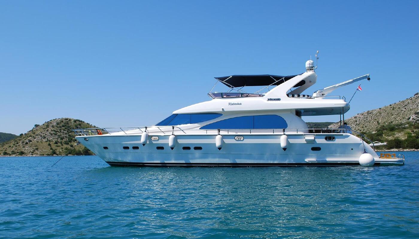 Marlin   Horizon 22m  2005   6 guests   3 cabinsyacht chartering